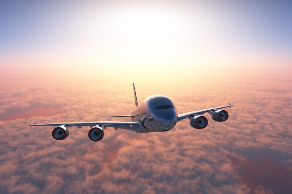 Avião está acima das nuvens