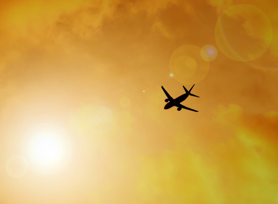 Silhueta do avião, conceito de liberdade.
