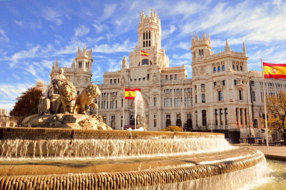 A famosa fonte Cibeles em Madrid, Espanha